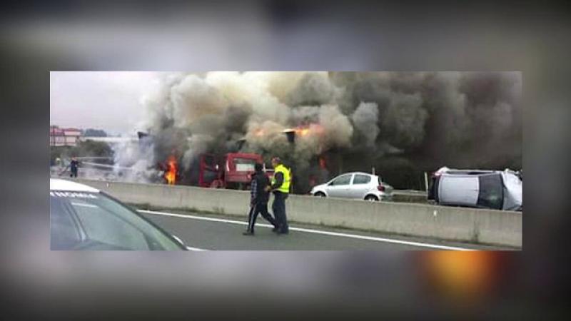 Presa: Romanul care a provocat accidentul cu 5 morti in Grecia NU era singur in cabina. Pasagerul s-a predat politiei