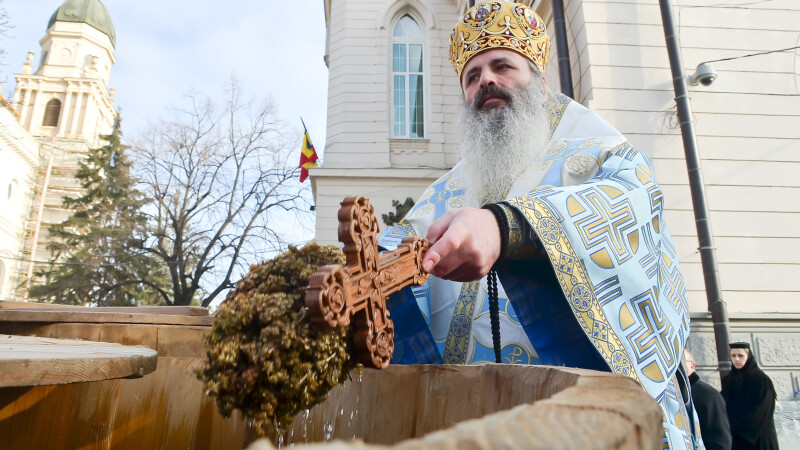 Guvernul acorda gratuit Mitropoliei Moldovei si Bucovinei sase vile si o sala polivalenta