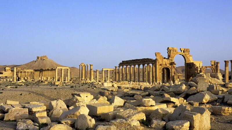 Statul Islamic a aruncat in aer celebrul Arc de Triumf din Palmira,