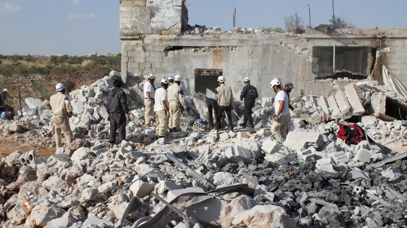 16 morti in trei atentate asupra unor restaurante din nord-estul Siriei. Atacurile au fost revendicate de Statul Islamic