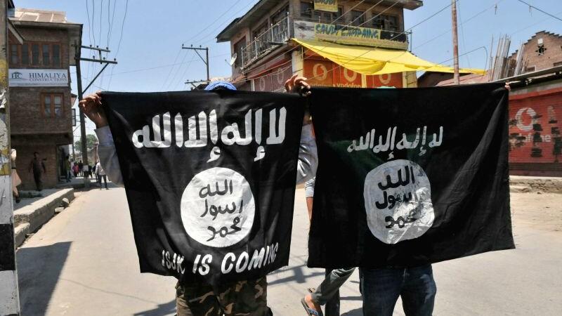 AP: ISIS a antrenat 400 de luptatori pentru a ataca Europa intr-o serie de atentate mortale. Unde sunt tabere de instructie
