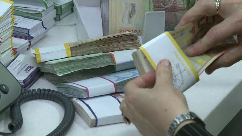 Doi bulgari, arestati la Ploiesti. Cei doi venisera special in Romania sa fure bani de pe carduri