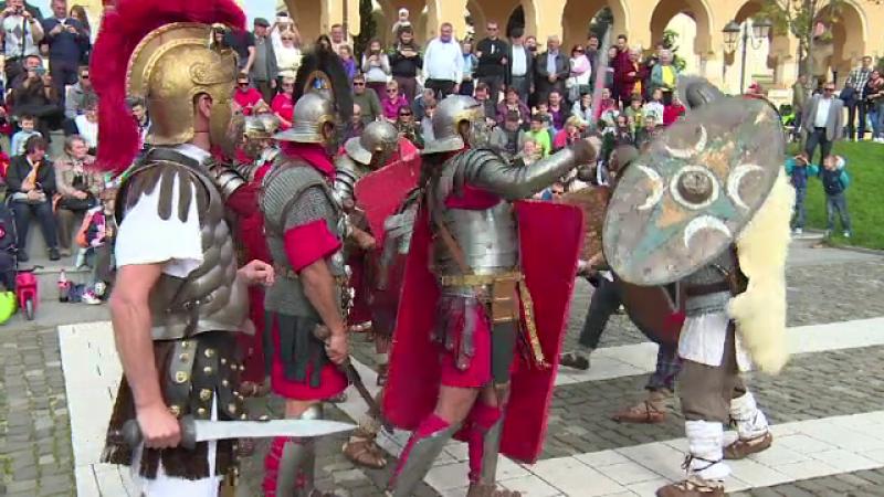 Festival istoric la Alba Iulia. Sute de spectatori au urmarit lupte intre daci si romani si dansuri ale nimfelor