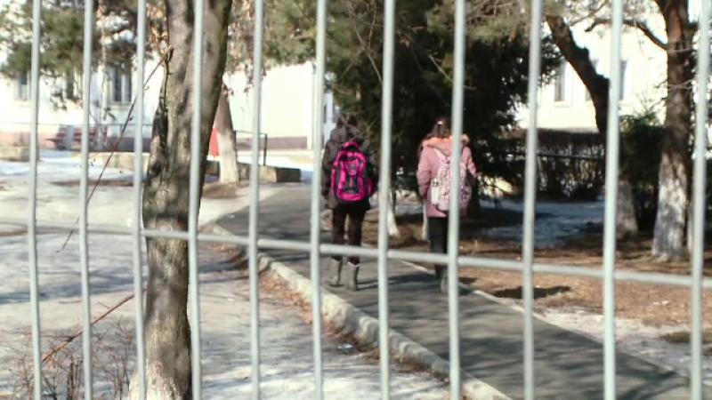 Decizie fara precedent: o scoala din Timis, obligata sa achite 100.000 euro familiei unui copil cu sindrom Down