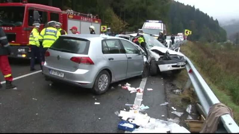 Accident grav in Brasov, dupa ce o masina derapat si a intrat pe contrasens. O femeie si-a pierdut viata
