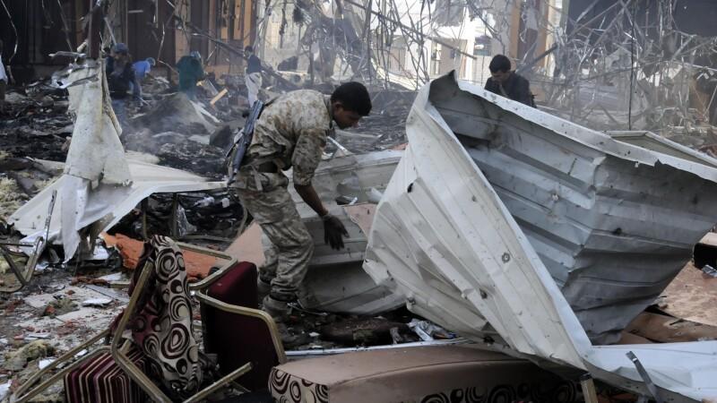 Masacru la o inmormantare in Yemen, dupa un raid saudit: bilantul a crescut la 155 de morti si 525 de raniti. Reactia SUA
