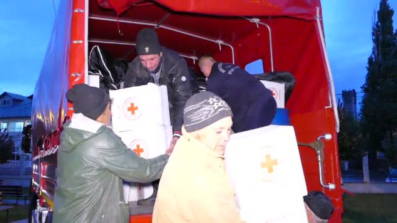 Rezervele de stat, trimise in Galati pentru persoanele afectate de inundatii. Drumurile sunt in continuare acoperite de ape