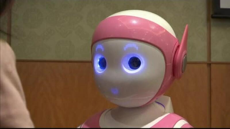 Viitorul omenirii este alaturi de masinariile inteligente. Cum arata robotul umanoid, prezentat la un targ din China