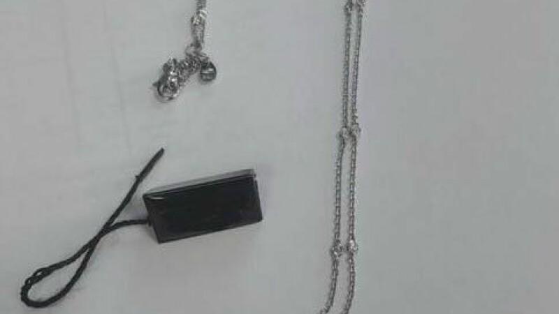 Jaf în familie, la o bijuterie din Capitală. Un tată şi o fiică au furat un colier de 20.000 euro