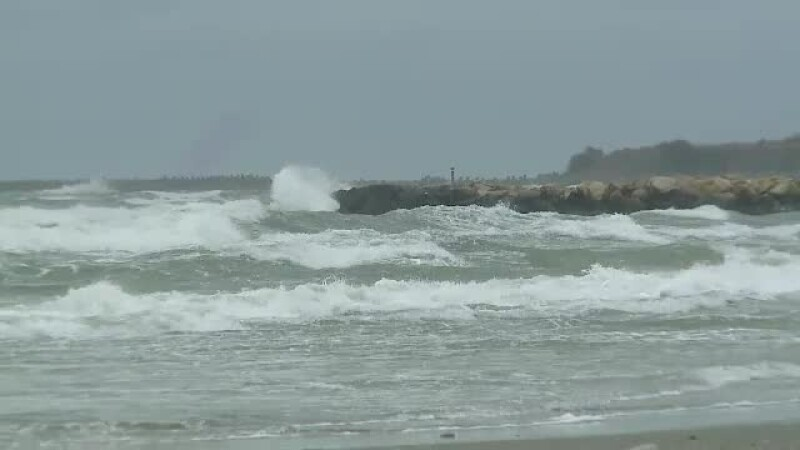 Temperaturi mai mici cu 15 grade și valuri de 1 metru pe litoral