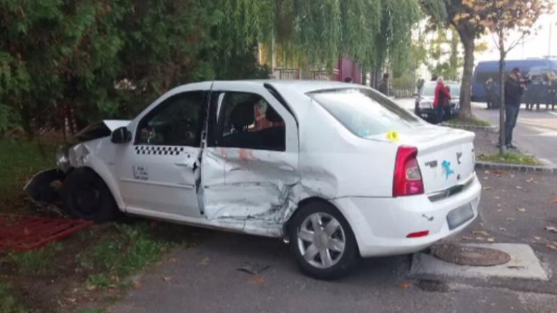 Doi băieți de 6 și 9 ani, răniți după ce părinții lor au făcut accident cu mașinile