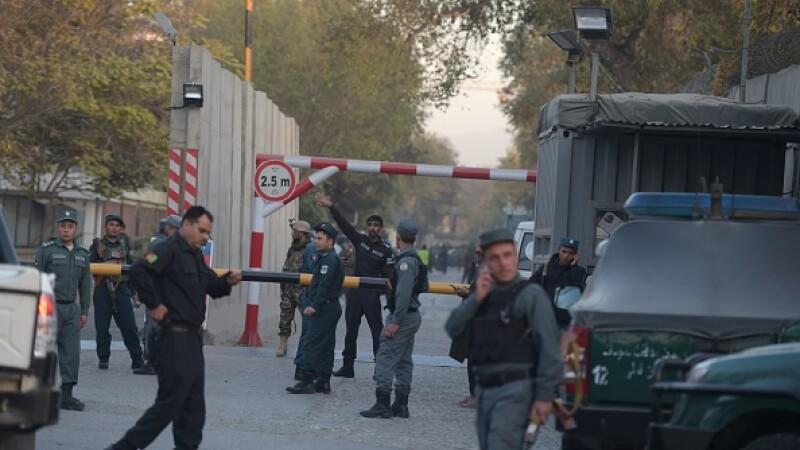 Atac sinucigaș într-un cartier diplomatic din Kabul. ISIS l-a revendicat