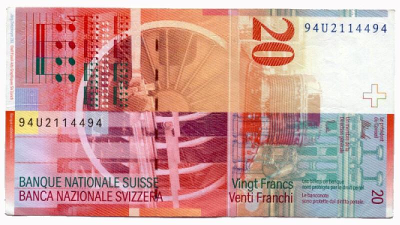 Cei cu credite in franci elvetieni au motive de bucurie! Scade cursul