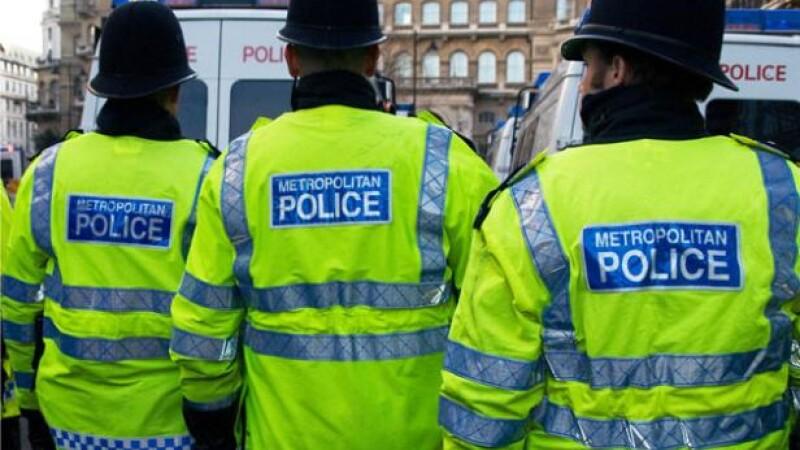 Patru baieti de 13 si 14 ani din Marea Britanie ar fi violat o eleva. Politia i-a arestat la o zi dupa incident