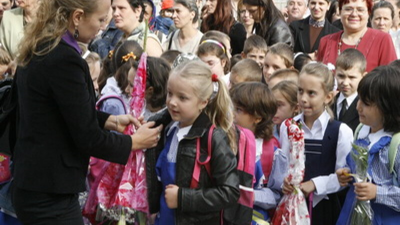 Statul plateste pentru ca elevii sa invete la scoli particulare