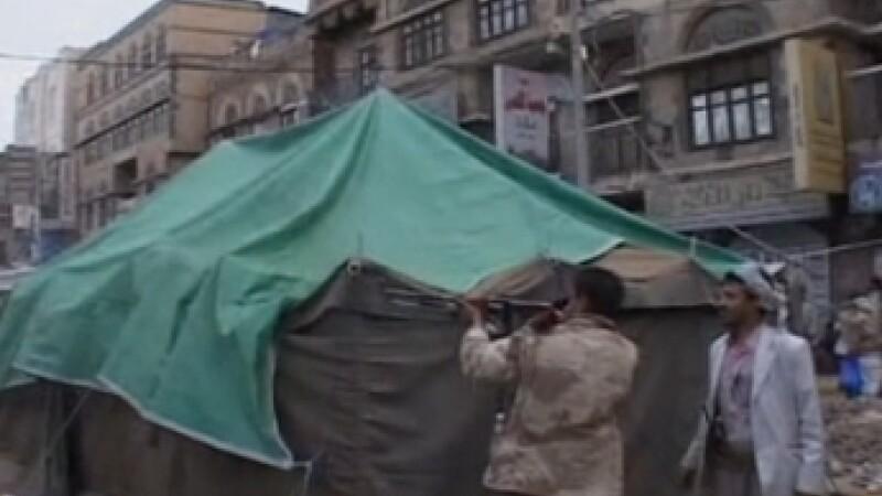 VIDEO socant. Un cameraman filmeaza momentul in care un lunetist il impusca in cap