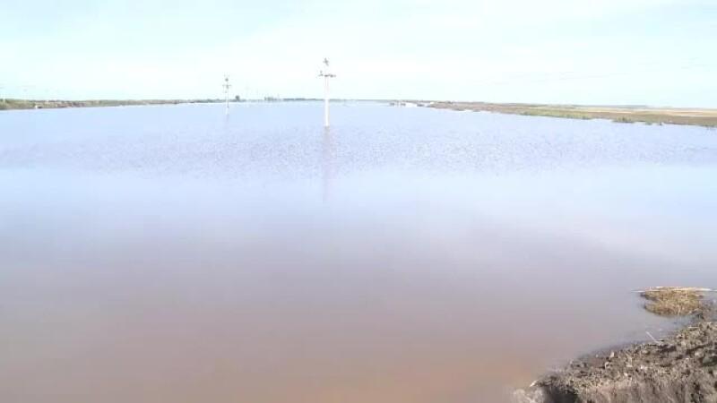 Inundatii in Moldova. Sinistratii ii acuza pe primari ca isi impart preferential ajutoarele din tara