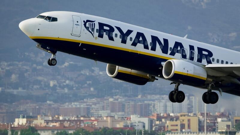 Umilinta la care a fost supus un barbat invalid, intr-un avion RyanAir. Ce l-au obligat insotitorii de zbor sa faca