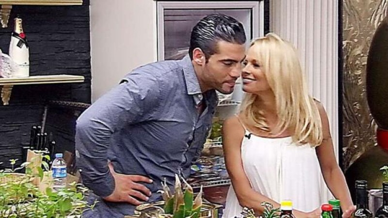 Ce a patit celebrul boxer Manuel Charr dupa ce a flirtat cateva secunde cu Pamela Anderson