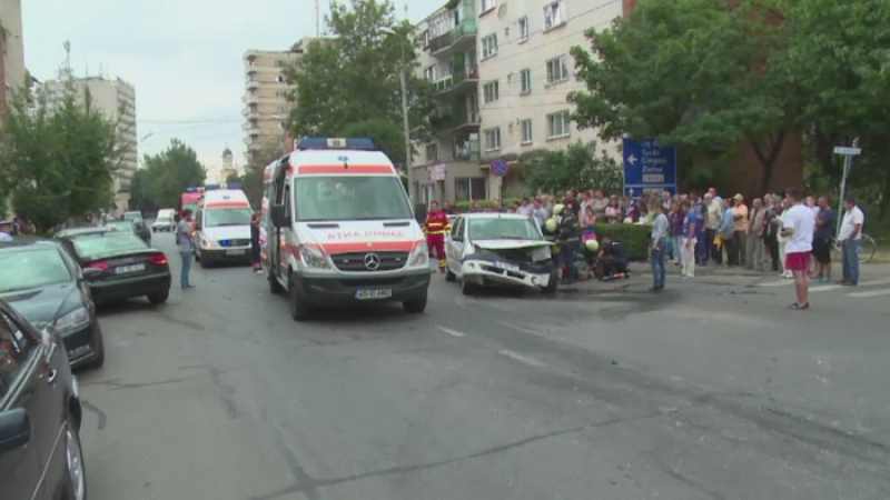 Accident rutier in Alba Iulia. O femeie insarcinata a ajuns la spital si doi soferi vor avea dosar penal