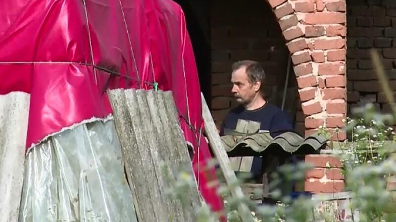 Un barbat din Dambovita si-a ingropat mama in curtea casei. Cum si-a motivat fapta in fata politiei care-l banuieste de crima