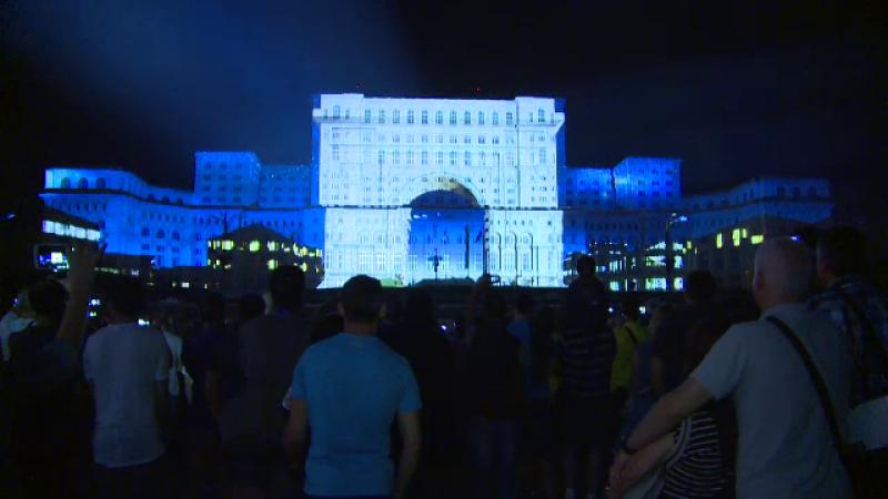 Spectacol unic de Zilele Bucurestiului. 30.000 de romani au asistat la o proiectie video inedita pe Casa Poporului