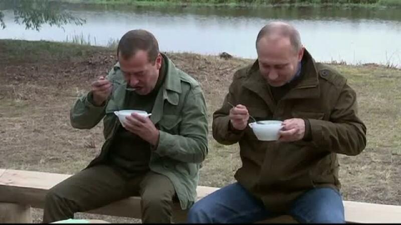 Presedintele si premierul Rusiei au iesit la pescuit pe un lac din centrul Rusiei. Ce a discutat Vladimir Putin cu pescarii
