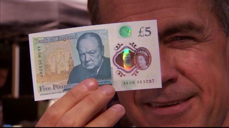 Marea Britanie are o noua bancnota de 5 lire. Testul mai putin obisnuit la care a fost supusa de guvernatorul Bancii Angliei