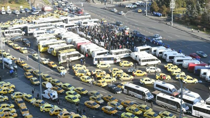 Proteste cu peste 50.000 de transportatori în toate marile orașe și în fața Guvernului