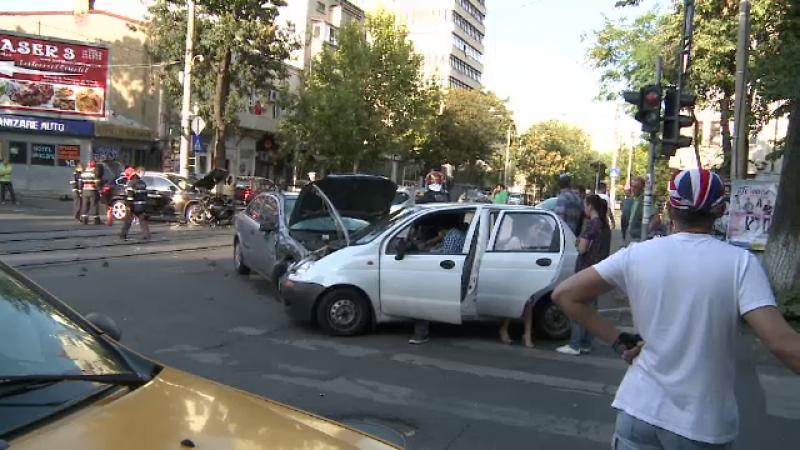 Accident în Sectorul 2 al Capitalei. 3 persoane, transportate la spital