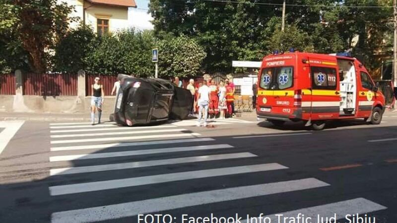 Accident grav într-o intersecţie din Sibiu. 5 oameni au fost răniţi