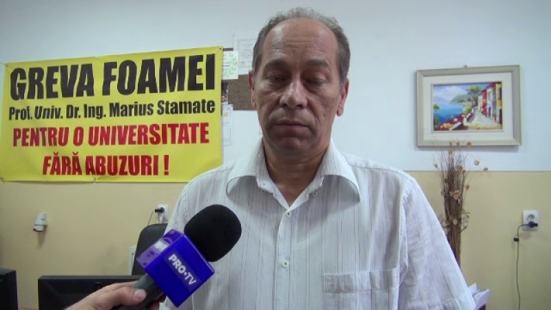 """Un profesor de la Universitatea din Bacău a intrat în greva foamei: """"Sunt deja 72 de ore de când nu am mâncat nimic"""""""