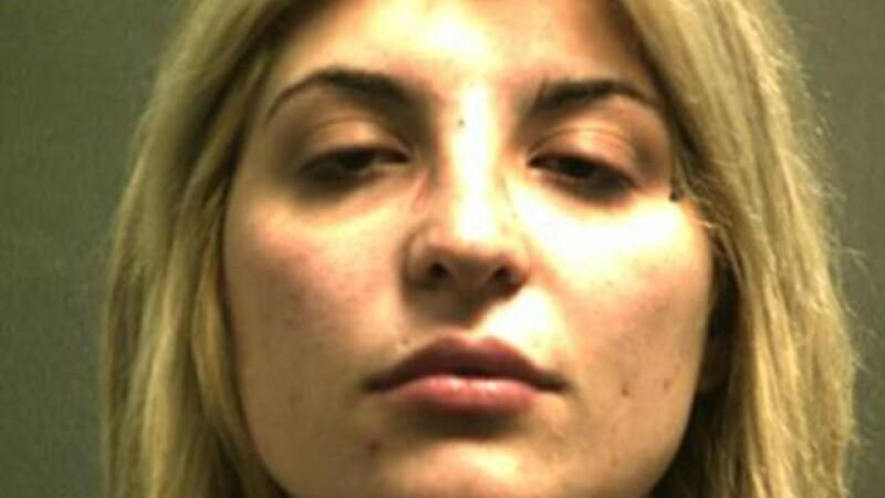O femeie a fost arestată după ce un om al străzii a rugat-o să își mute mașina