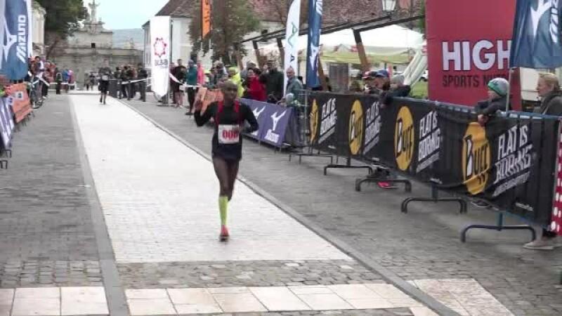 Maraton în Alba Iulia: doi kenyeni s-au rătăcit, au alergat în plus, dar tot au câștigat