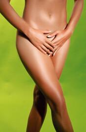 ...в результате занесения в нижние отделы половых органов (и мочеиспускательного канала) влагалищных трихомонад.