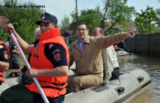 Ponta la inundatii cu barca pneumatica