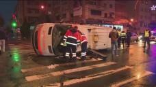 Accident cumplit in Baia Mare. O salvare s-a rostogolit de 3 ori dupa ce a fost lovita in plin de un sofer neatent