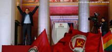 Alexis Tsipras cu steag comunist