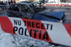 masina incendiata in fata sediului CSM