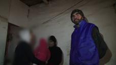 Copii salvati de la o viata in grajd . O familie din Botosani locuieste in mizerie, intr-un C.A.P. dezafectat