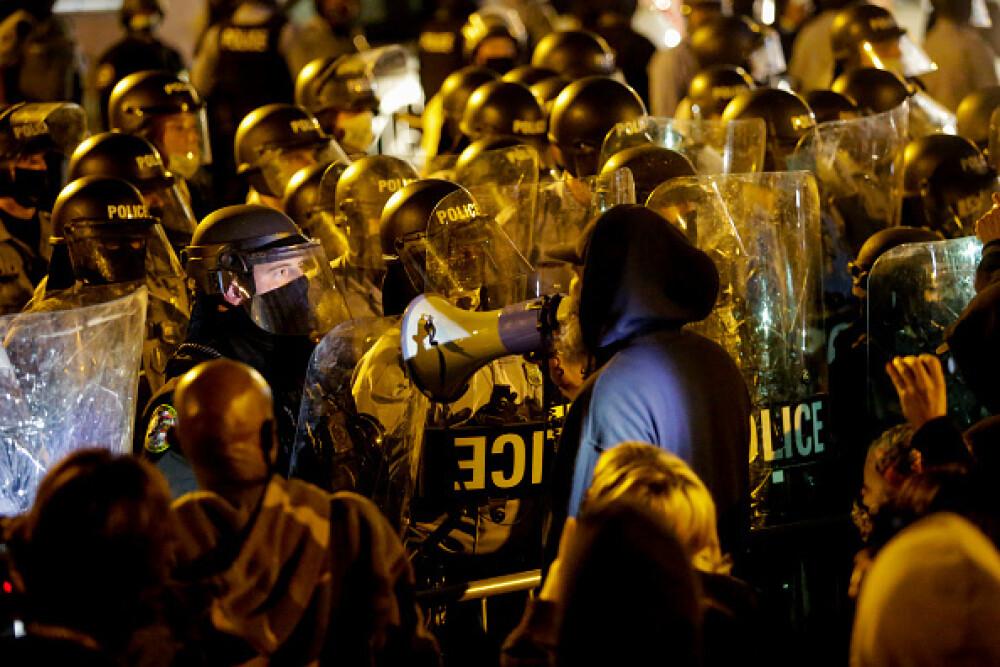 Ciocniri violente în Philadelphia, după ce un afro-american a fost împușcat mortal de poliție