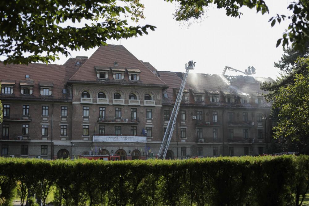 Incendiu puternic la hotelul Triumf din Capitală
