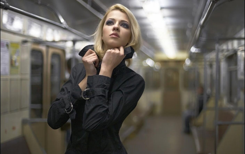 Белье красивое фото девушек в метро