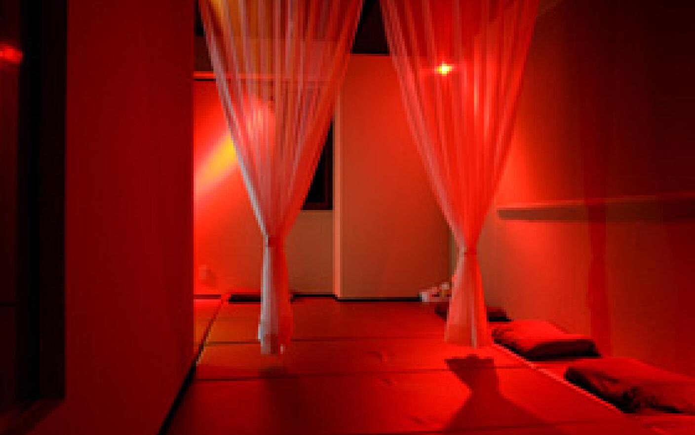 снимают секс при красном освещении делайте