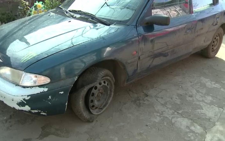 când conduc mașina am o erecție)