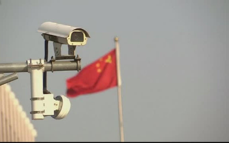 """Image result for Poliţia chineză filmează toţi cetăţenii ca să identifice suspecţi """"după mers"""""""