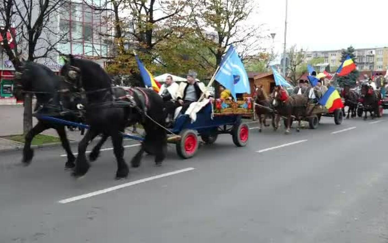 100 de români din Covasna au pornit cu căruţele către Alba