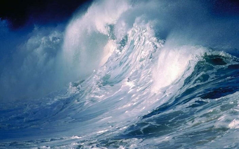 Marea Neagra dezlantuita! Valuri de 6 metri in larg si porturi ...