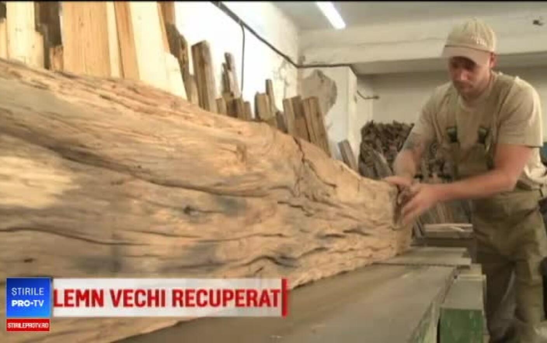 Artiștii care transformă lemnul vechi în obiecte de mobilier unice