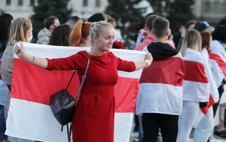 Belarus: Sute de femei protestează în ciuda amenințărilor lui Lukașenko